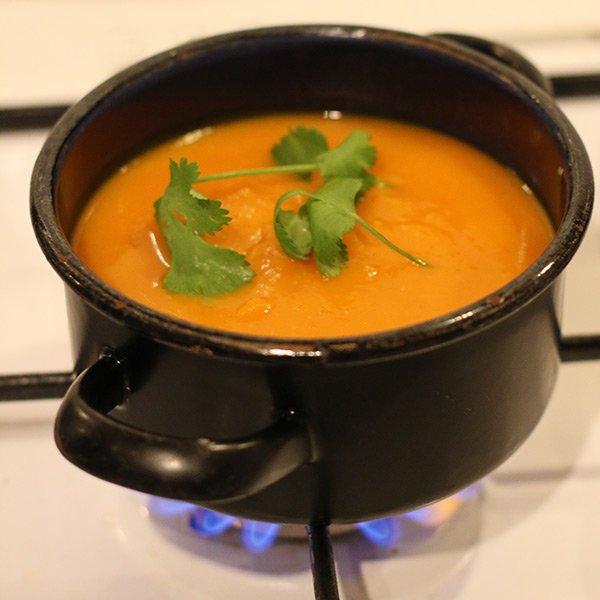 Kürbis-Orangensuppe mit Ingwer kochen
