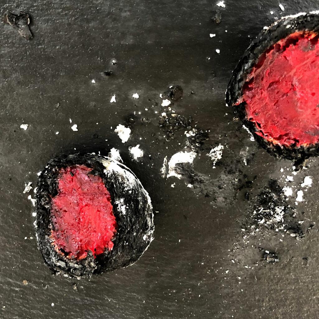 Gegrillte rote Bete – Black Beauty. Zum Essen einfach auslöffeln.
