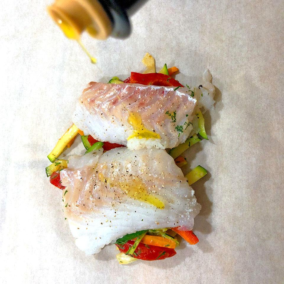 Fisch mit Gemüse in Backpapier