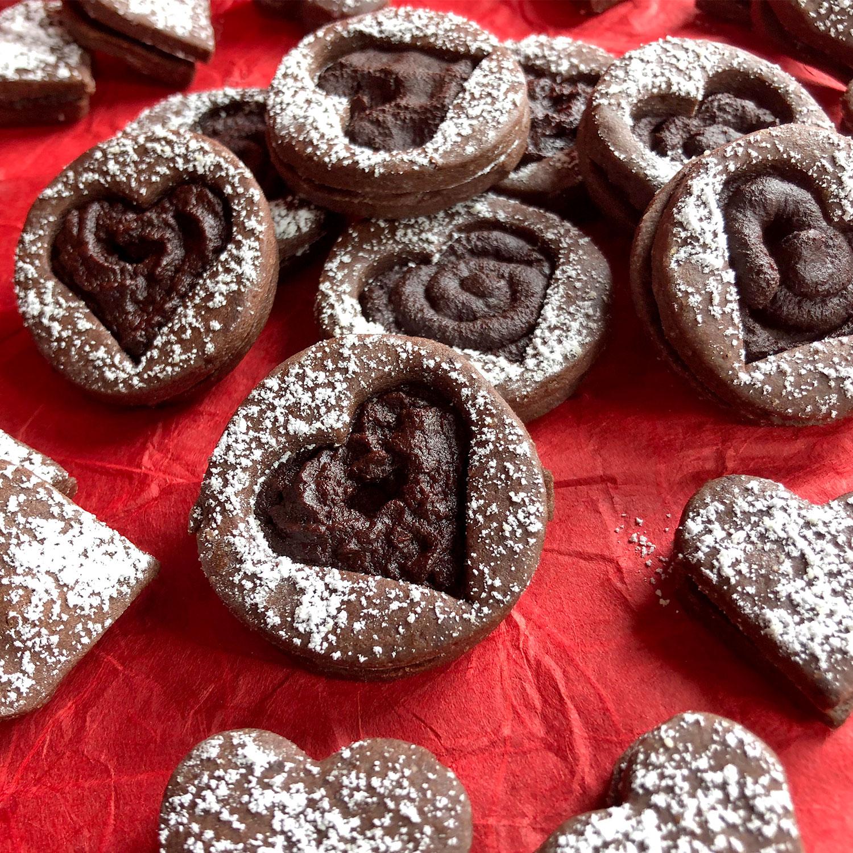 Schoko-Doppeldecker-Kekse mit cremiger Schoko-Espresso-Füllung