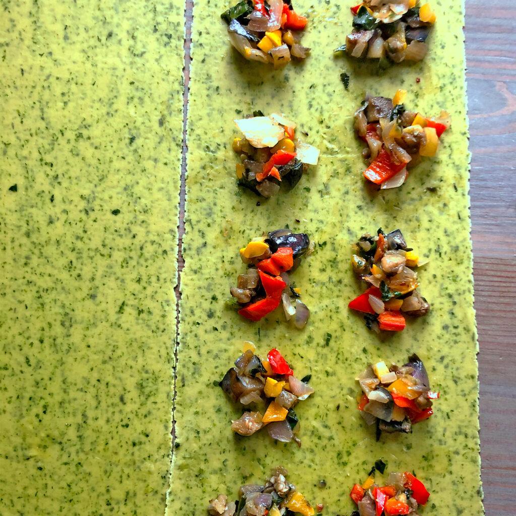 Bärlauch-Ravioli mit Grillgemüse füllen | Koch für 2!
