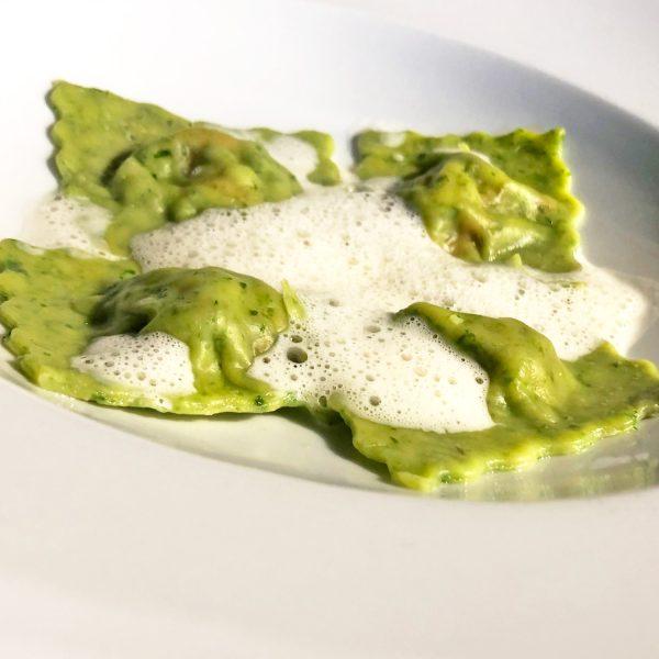Bärlauch-Ravioli mit Grillgemüsefüllung und Parmesanschaum