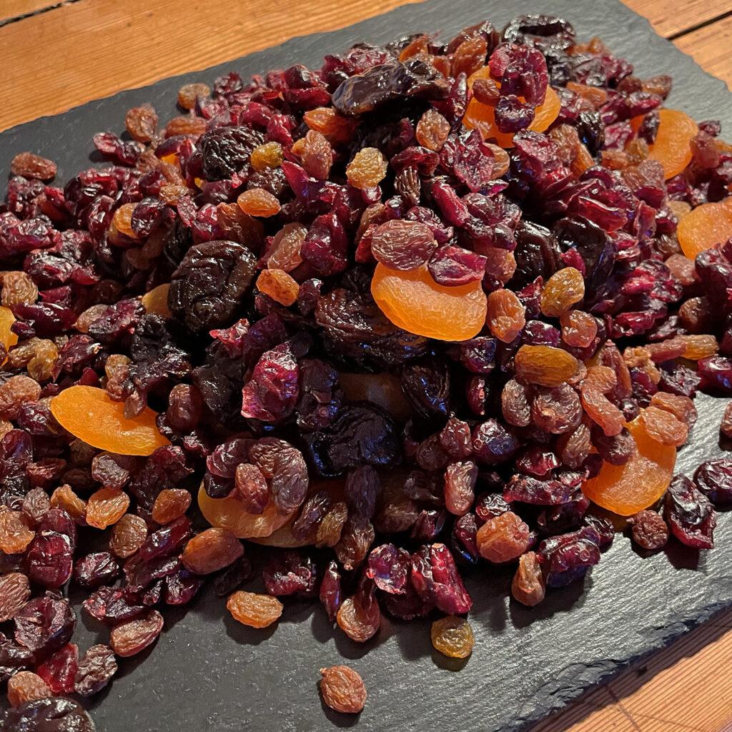 Sauerbraten Zutaten: Backobst (Backpflaumen, getrocknete Cranberries, Aprikosen, Sultaninen) | Koch für 2!