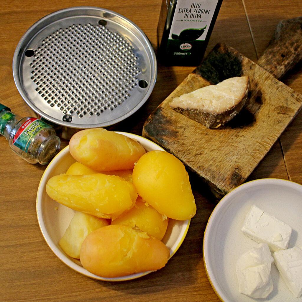 Zutaten für die Füllung: Kartoffeln, Olivenöl, Knoblauch,Pecorino, Feta, Minze | Koch für 2!