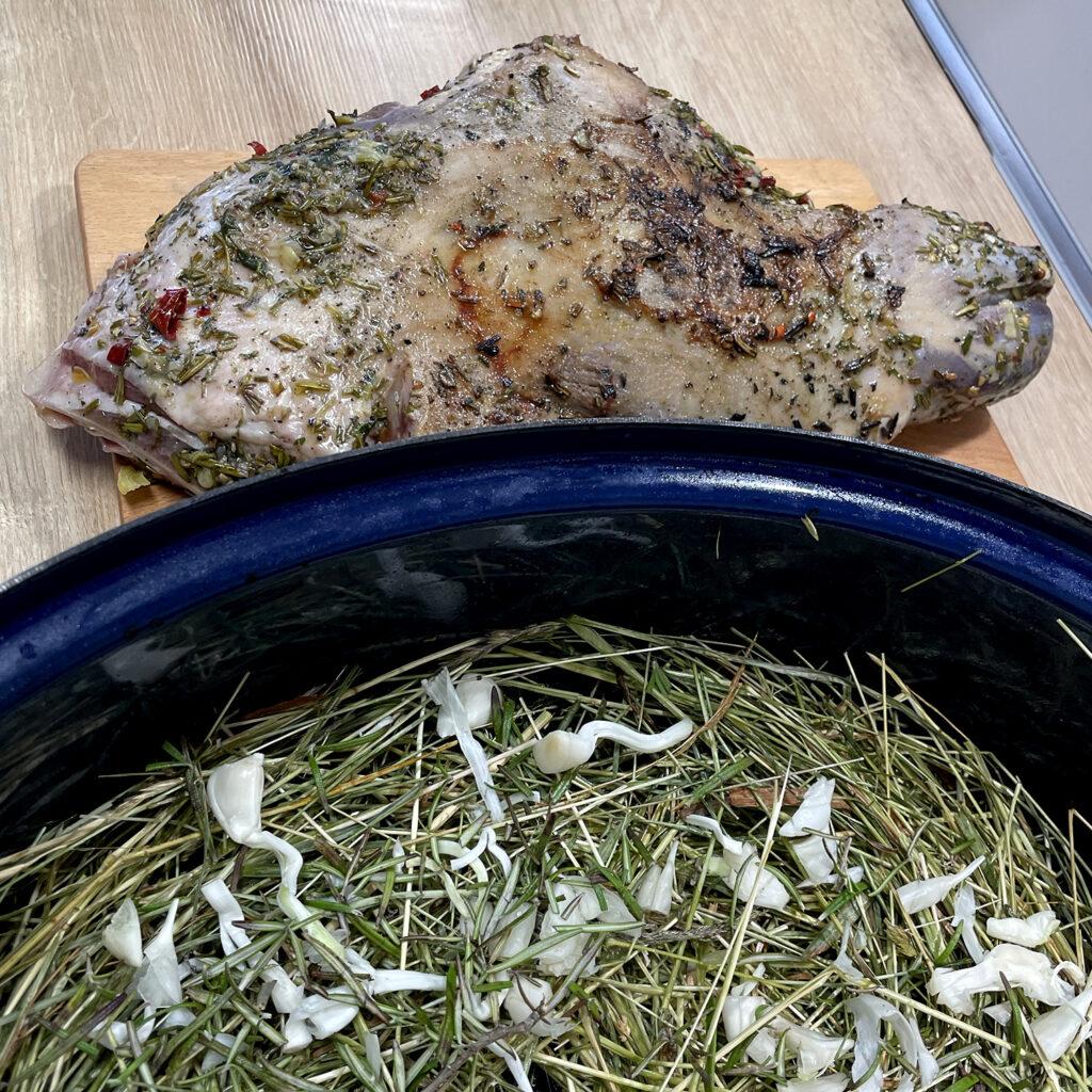 Lamm im Heubett mit Knoblauch | Koch für 2!