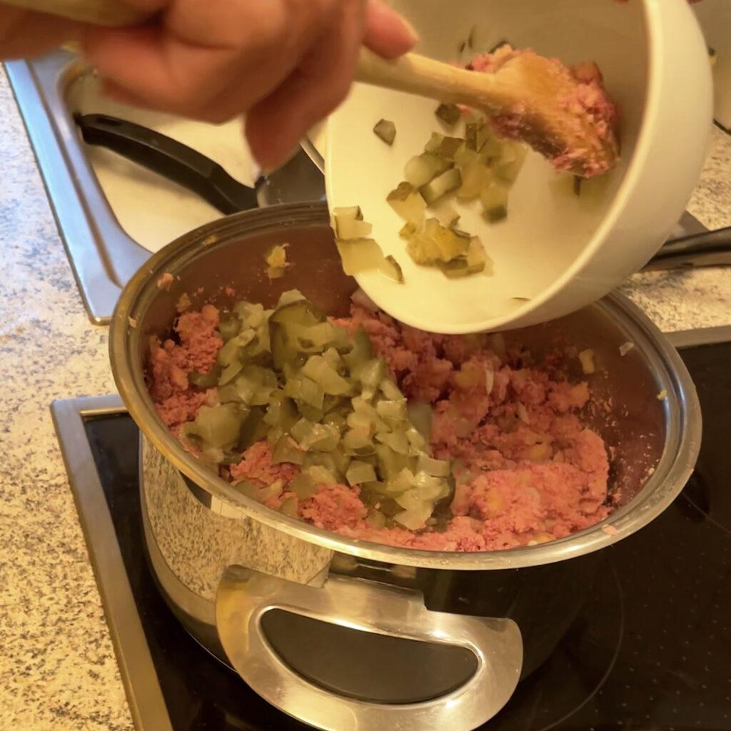 Hamburger Labskaus mit Gewürzgurken | Koch für 2!