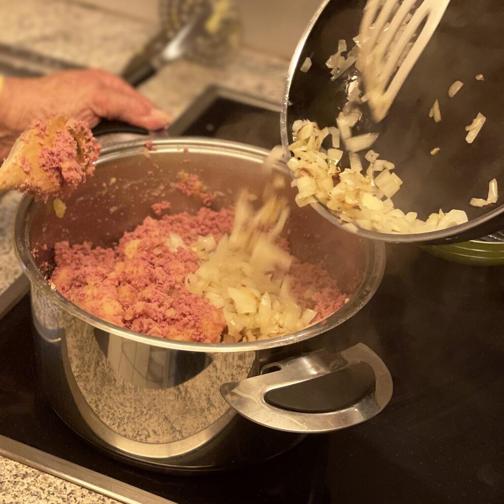 Hamburger Labskaus mit glasierten Zwiebeln | Koch für 2!