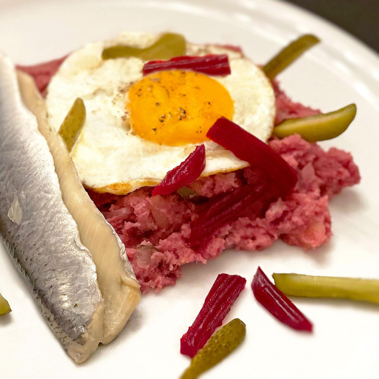 Hamburger Labskaus mit Spiegelei und Bismarckhering | Koch für 2!